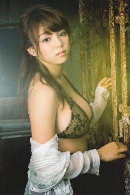 篠崎愛の下着やランジェリーの画像-01-007