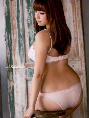 篠崎愛の下着やランジェリーの画像-01-022