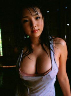 篠崎愛の下着やランジェリーの画像-01-041