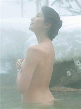 橋本マナミの下着やランジェリーの画像-01-076