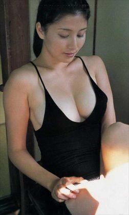 橋本マナミの下着やランジェリーの画像-01-064
