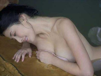 橋本マナミの下着やランジェリーの画像-01-075