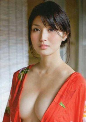 橋本マナミの下着やランジェリーの画像-01-067
