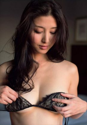 橋本マナミの下着やランジェリーの画像-01-081