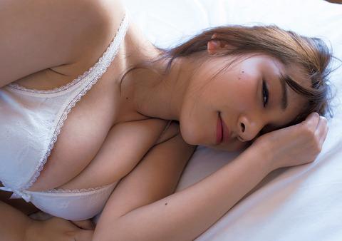 都丸紗也華の下着やランジェリーの画像-01-011