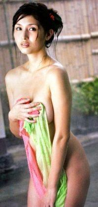 橋本マナミの下着やランジェリーの画像-01-058