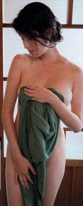 橋本マナミの下着やランジェリーの画像-01-079
