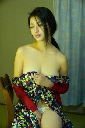 橋本マナミの下着やランジェリーの画像-01-078